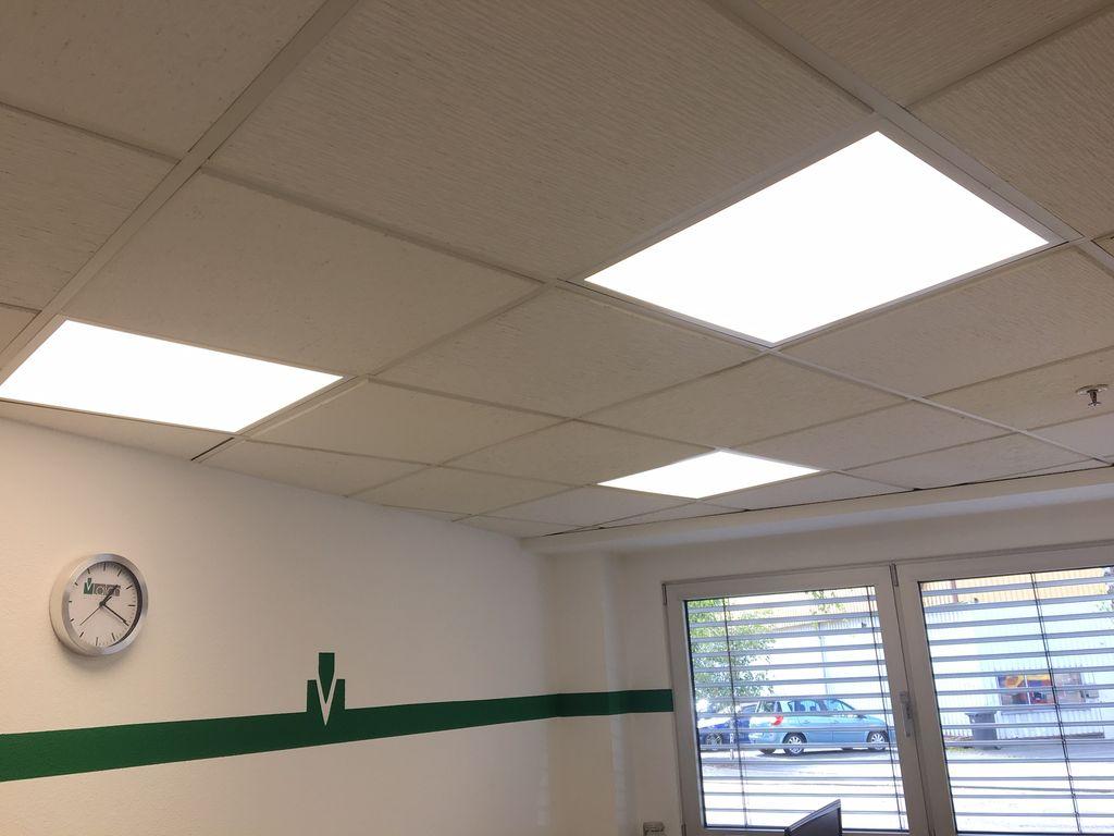 LED Beleuchtung Laich Bürogebäude